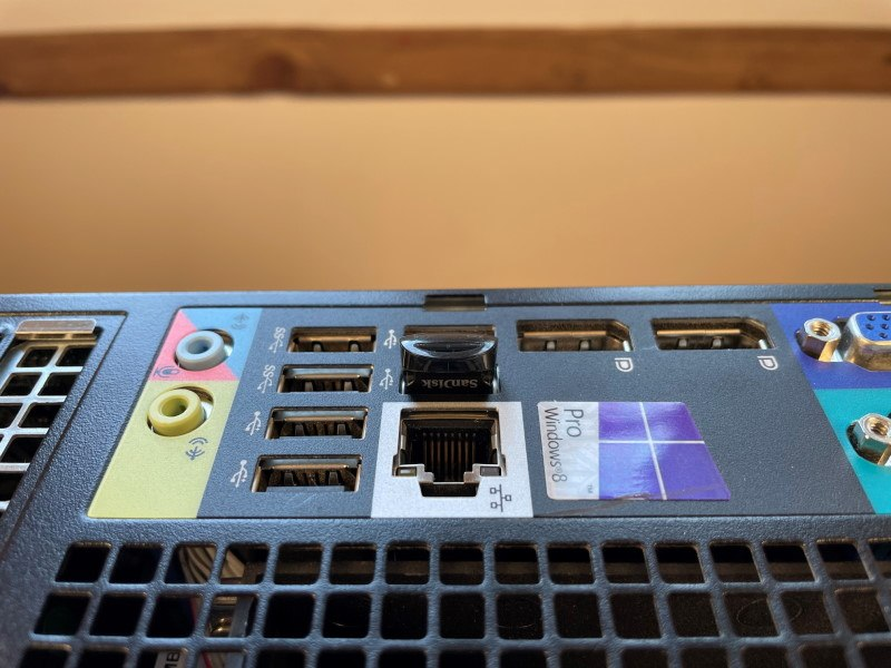 Image of Sandisk Ultra Fit USB Flash Drive installed into a Dell Optiplex 7010